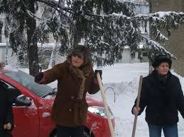Botoșăneni obligați să curețe zăpada de pe trotuare