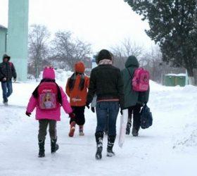 """Triaj epidemiologic în școli. MEC: """"La 3 cazuri de gripă cursurile se suspendă"""""""