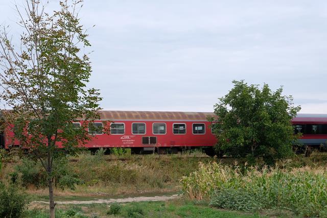 Tren deraiat și circulație blocată pe două magistrale