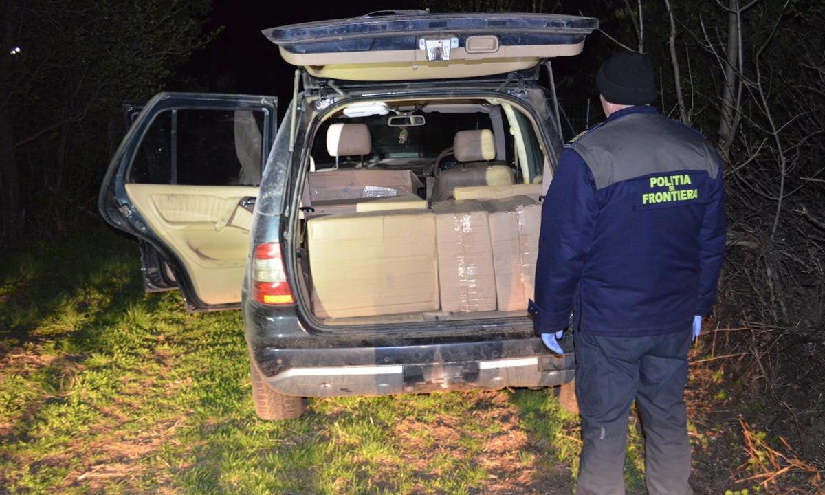 Aproximativ 7.000 de pachete de țigări și un autoturism,confiscate de poliţiştii de frontieră
