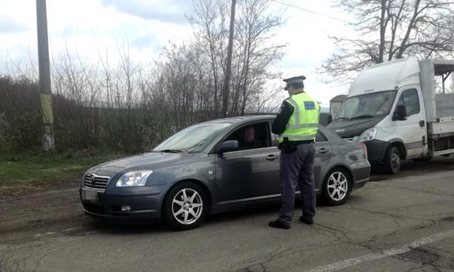 Tânăr fără permis, depistat la volan de către poliţiştii de frontieră