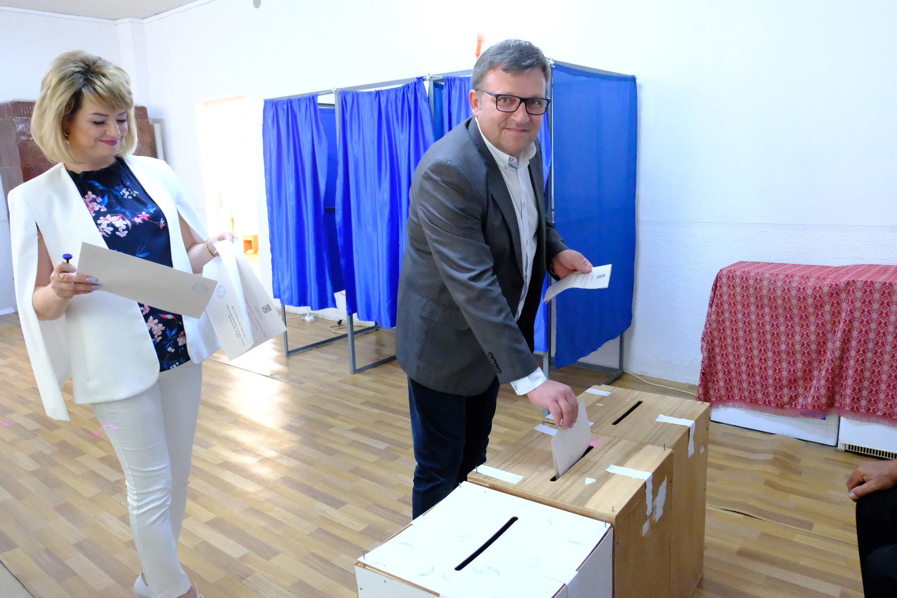 Ministrul Muncii, Marius Budăi a votat în comuna Curtesti