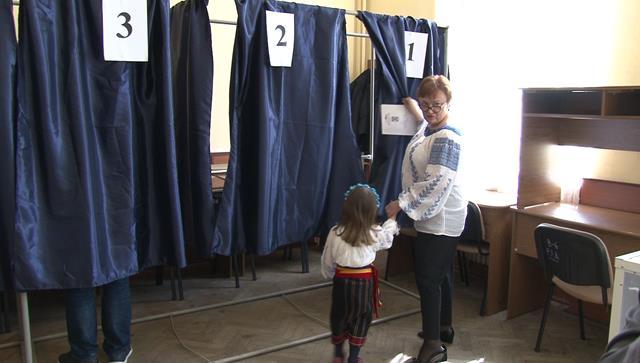 Președintele ALDE Botoșani, Liliana Minca ,  a  votat la Colegiul Laurian. VEZI ce a declarat la ieșirea de urne