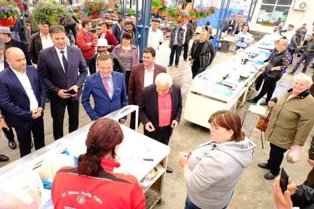 Ministrul Petre Daea împreună cu candidatul la europarlamentare, Carmen Avram, în vizită la Dorohoi   -VIDEO/FOTO
