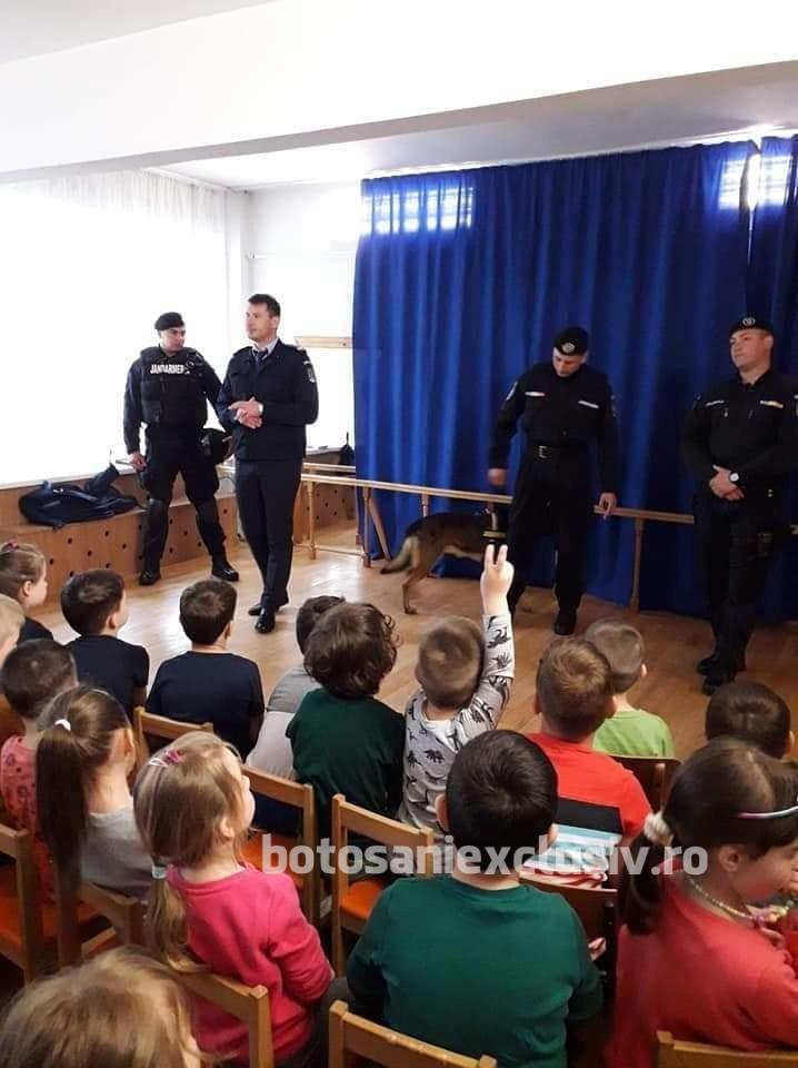 Jandarmii au discutat cu copiii