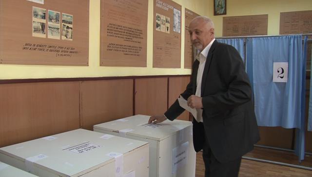 Președintele PNL Botoșani, Costel Soptica , a votat la ora 10.30.   VEZI declaratie la cald – FOTO