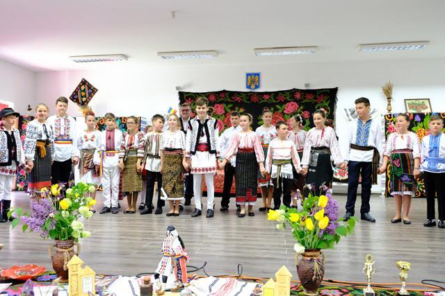 ANSAMBLUL HORA din Vlasinesti la ceas aniversar.  Cei 10 ani de activitate  sărbătoriți într-un cadru festiv  – VIDEO/FOTO