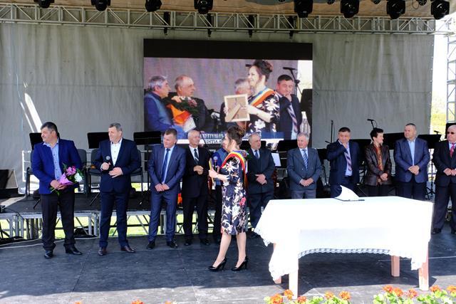 IPOTEȘTI:  Peste 10.000 de oameni prezenți în cele două zile la a XII-a ediție a Festivalului Floare Albastră  – VIDEO/FOTO