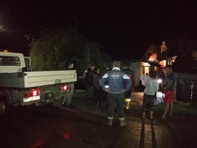 COD ROȘU de inundații în Botoșani: PERSOANE EVACUATE DIN CALEA APELOR