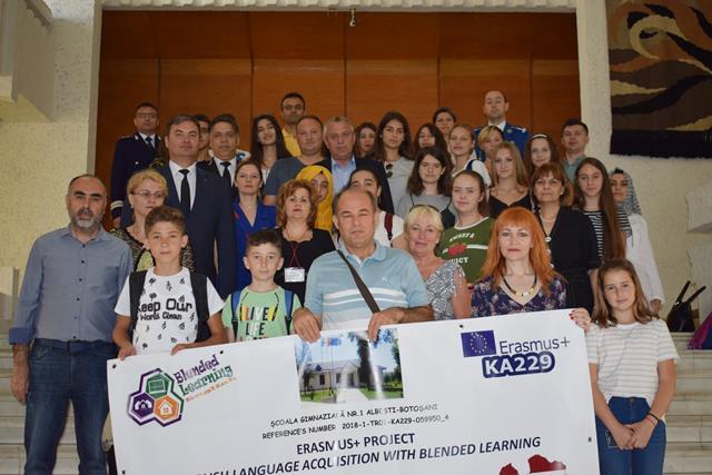 Cadre didactice şi elevi turci şi letoni, în vizită la Palatul Administrativ