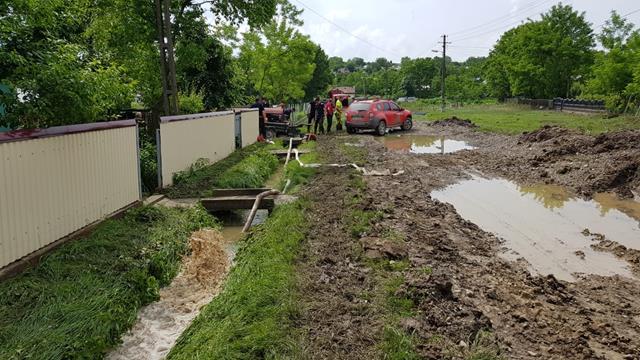 Pompierii botosaneni intervin, în continuare,  în sprijinul populației afectate de inundații – FOTO
