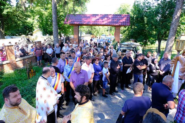 Primarul comunei Corni, Dorel Dorneanu, condus astăzi pe ultimul drum, de familie, colegi primari și aproape toată suflarea localității= VIDEO/FOTO