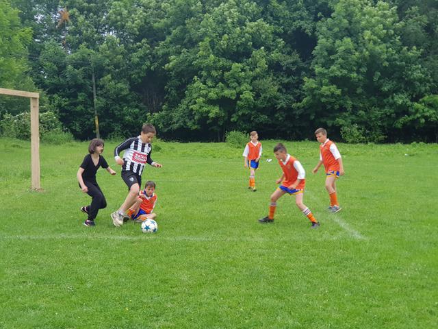 Minicampionat de fotbal și șah cu participarea a peste 120 de copii din clasele primare și gimnaziale – VIDEO/FOTO