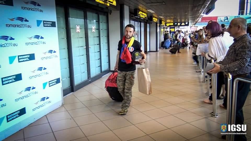 Iulian Rotariu, câștigătorul ultramaratonului de 522 km din Australia, a ajuns acasă!