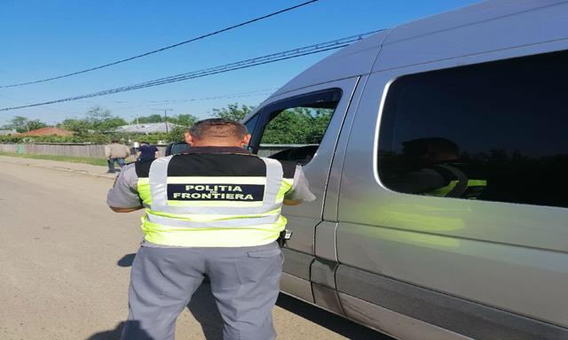 Autoturism cu documente false, depistat în trafic