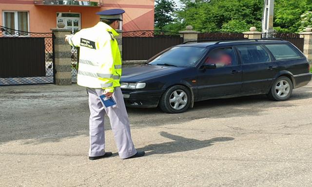 Tânăr fără permis de conducere depistat în trafic
