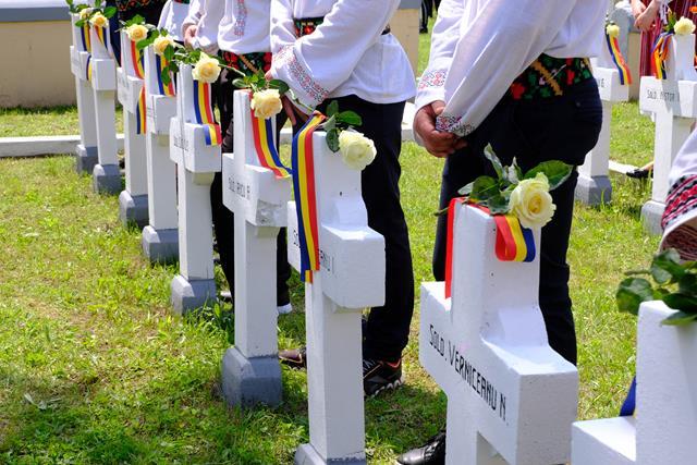 Eroii patriei, comemoraţi cu mare fast, la Cimitirul Pacea – VIDEO/FOTO