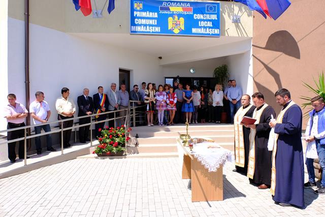 MIHĂLĂȘENI:  Inaugurarea sediului de primărie cu sobor de preoți și oficialități – FOTO