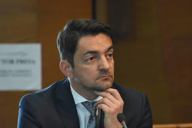 """Răzvan Rotaru: """"Inconștiența și nepăsarea primarului Flutur privind remedierea sau înlocuirea șinelor de tramvai poate conduce la accidentări grave ale pasagerilor"""""""