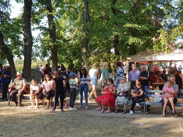 VIDEO/FOTO – Cântec, joc și voie bună la Ziua Comunei Dobarceni. Actorul Victor Yila prezent pentru a patra oară la ziua comunei
