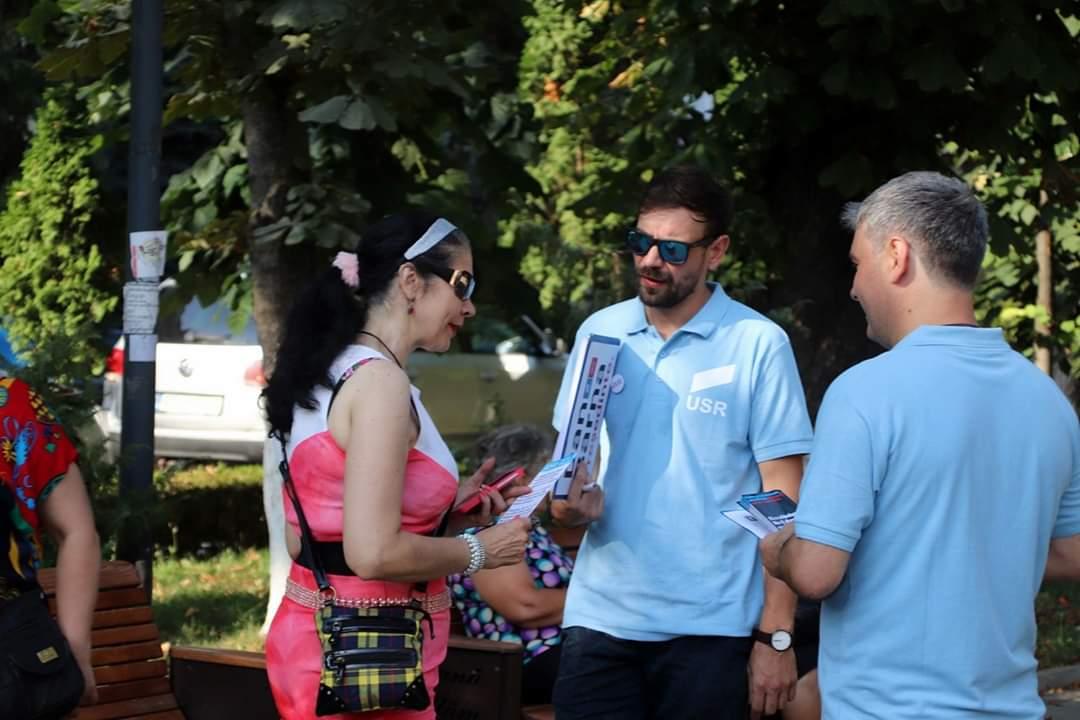 USR Botoșani a intrat astăzi în campania de strângere de semnături la Președinția României pentru Dan Barna