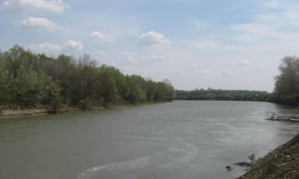 Un bărbat care a vrut să intre ilegal în România traversând râul Prut,  reţinut de polițiștii de frontieră