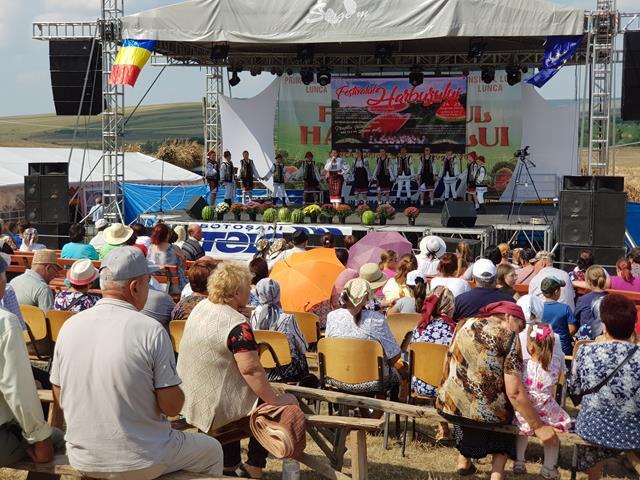 VIDEO/FOTO – Mii de oameni s-au adunat în Valea Pădurii la a XII-a ediție a Festivalului Harbuzului