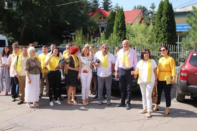 """FOTO / SENATOR COSTEL SOPTICA:  """"Astăzi începem campania de strângere de semnături pentru președinția domnului Klaus Iohannis, pentru o Românie normală, pentru o Românie care a fost reprezentată cu demnitate la nivel internațional"""""""