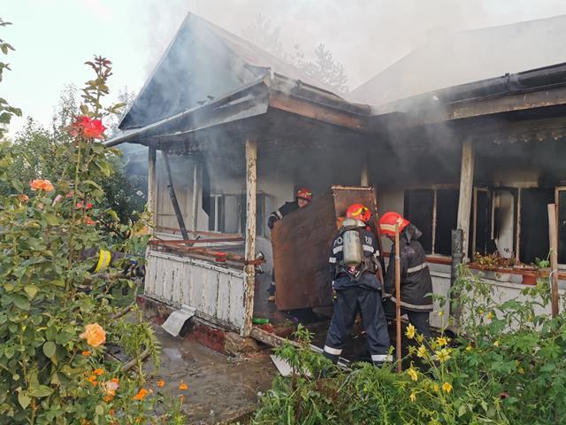 VIDEO/FOTO – Incendiu la Mănăstirea Agafton. O chilie cuprinsa de flăcări