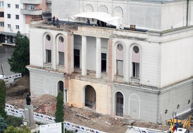 Municipalitatea a reziliat contractul cu Victor Construct. Se pregătește o nouă licitație pentru stabilirea firmei care va continua lucrările la teatru