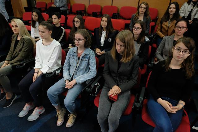 Cei mai buni elevi ai judetului au fost premiati in cadrul sedintei de Colegiu Prefectural
