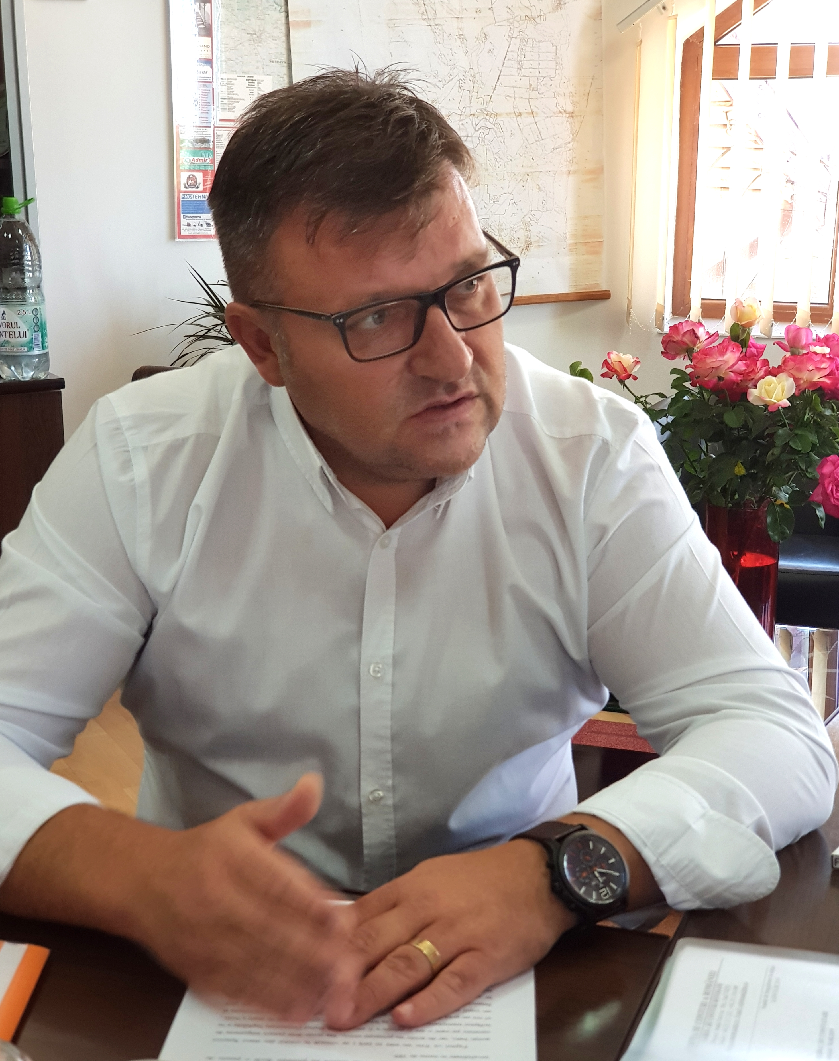 """Marius Budăi: """"Domnule Președinte Iohannis, în timp ce dumneavoastră ne numărați miniștrii, noi suntem mai modești și numărăm creșterile de pensii, de salarii, zecile de mii de km asfaltați, miile de localități care au primit apă și canal"""""""
