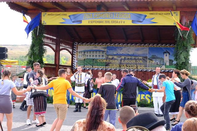 VIDEO/FOTO – Comuna Leorda a îmbrăcat duminică, 8 septembrie, haine frumoase, de sărbătoare!