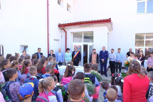 VIDEO/FOTO – Peste 470 de elevi din satele Flondora, Sadoveni, Manoleasa și Liveni au trăit emoția începutului de an școlar