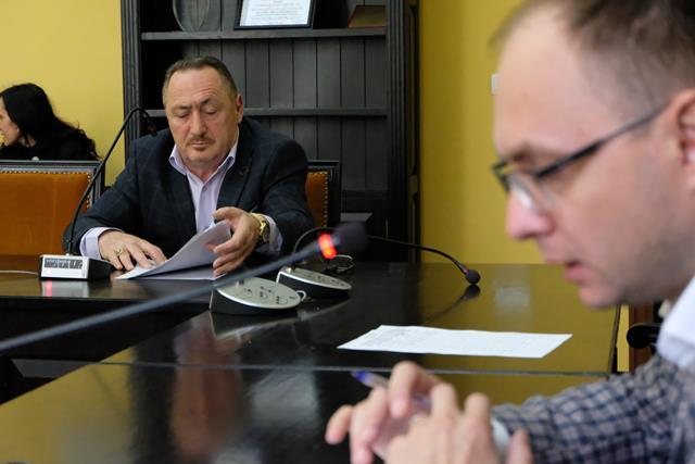 Patronul de la Microbuzul amenință cu DNA-ul pe reprezentanții primăriei