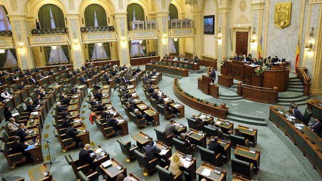 Senatul a votat pentru impozitarea pensiilor speciale