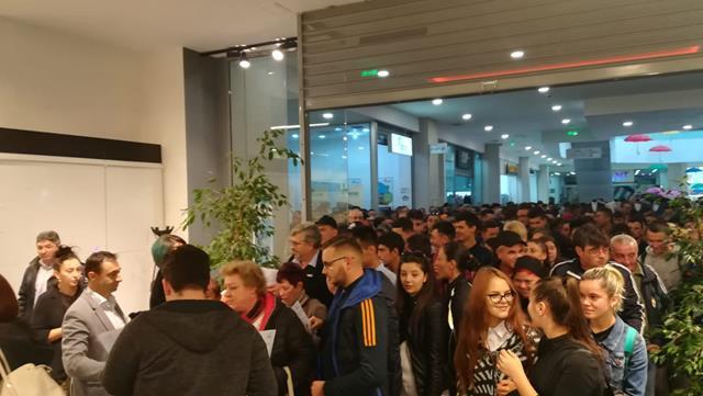 """Peste 600 de persoane au participat la  """"Bursa locurilor de munca pentru absolventi"""""""