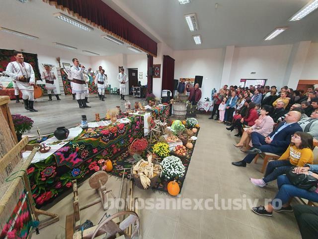 VLASINESTI :  Festivalul Vinului a ajuns la a-XI-a ediție