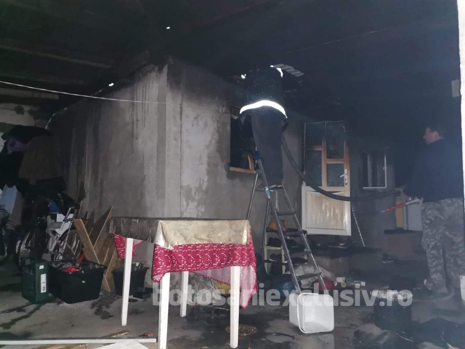 Gospodărie din Cheles, distrusă de flăcări
