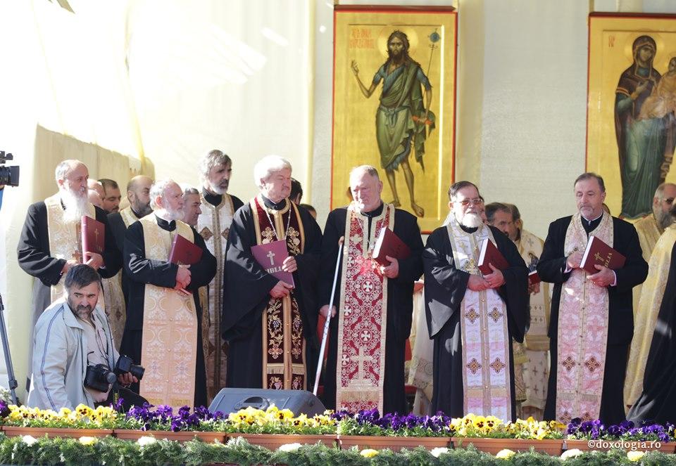 Preoți din Botoșani premiați de Înaltpreasfințitul Teofan, Mitropolitul Moldovei și Bucovinei