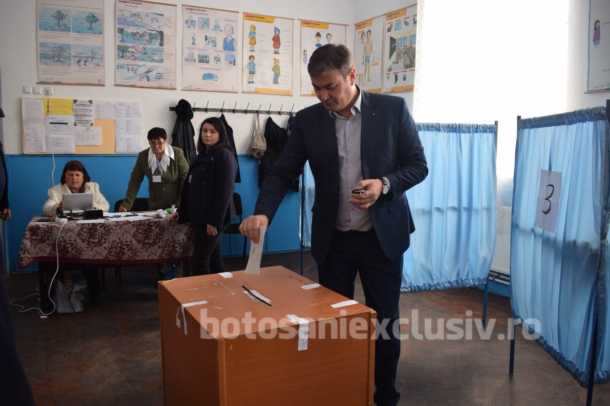 Prefectul  Dan Şlincu a votat alaturi de sotie, in municipiul Dorohoi