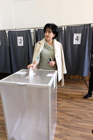 """FOTO / Senatorul Doina Federovici: """"Am votat pentru singurul candidat care este în stare să oprească valul de austeritate care a început să lovească țara noastră de o săptămână"""""""