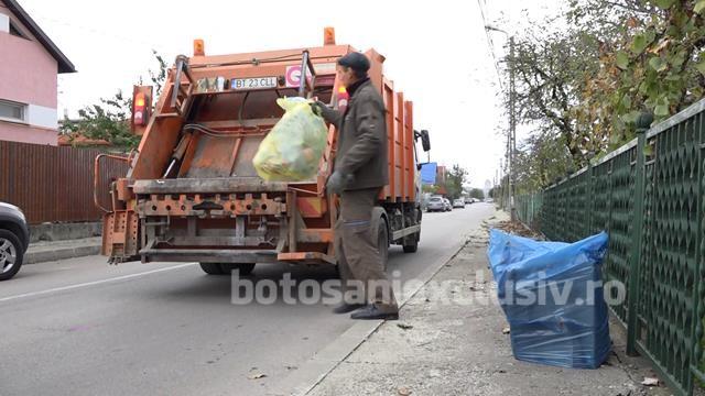 VIDEO/   Urban Serv a cumpărat și distribuit populației de la case saci menajeri pentru deșeuri reciclabile: albaștri pentru hârtie și galbeni pentru plastic