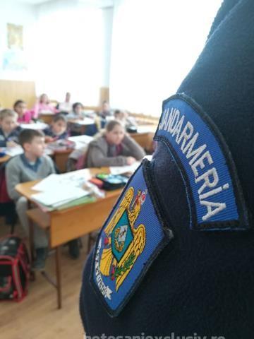 """Elevi din patru localități au interacționat săptămâna trecută cu jandarmii în cadrul campaniei ,,Școli în siguranță"""""""