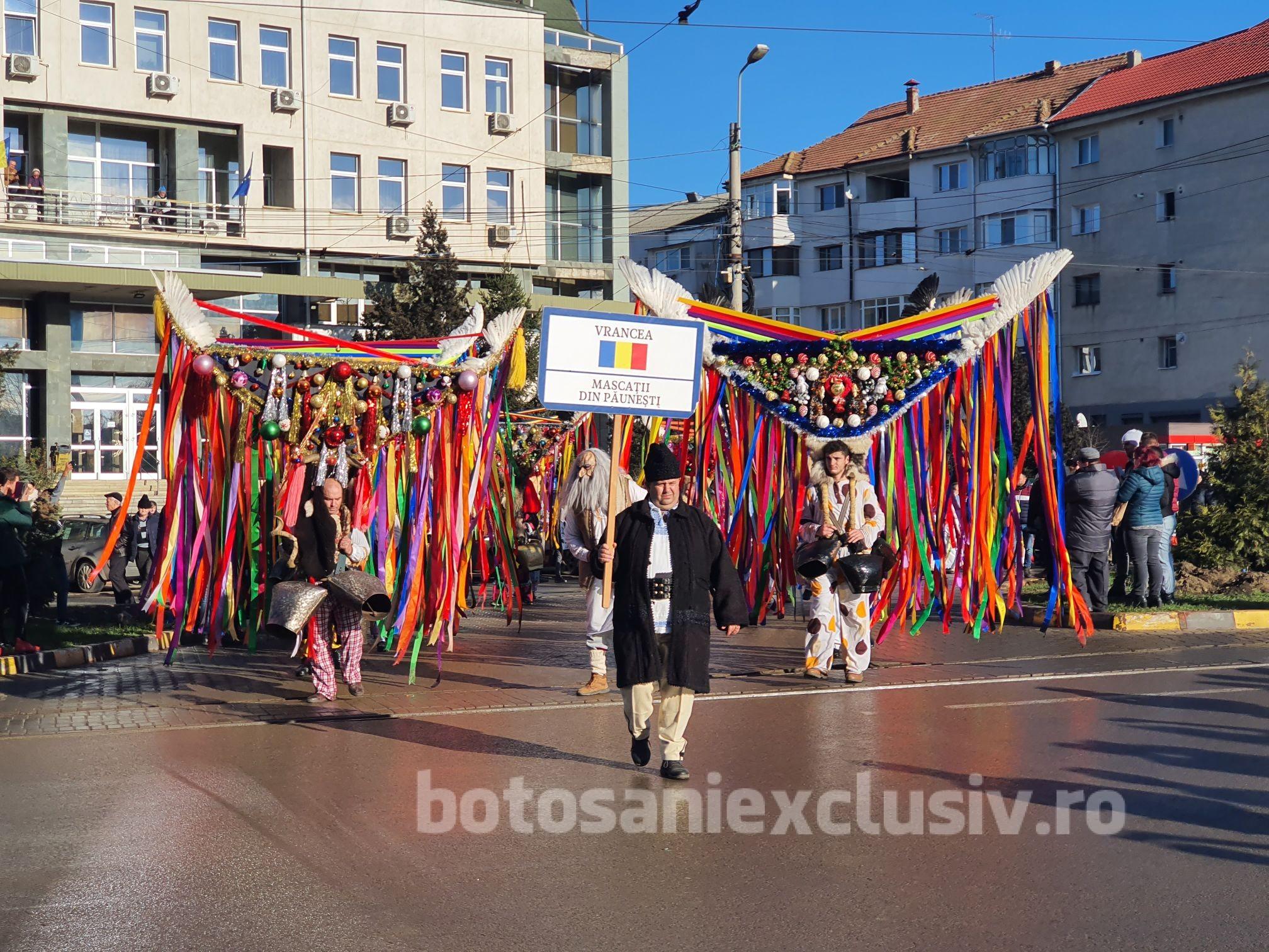 """VIDEO/FOTO  –  Eveniment județean: """"Din străbuni, din oameni buni…"""". Festival de datini și obiceiuri de iarnă"""