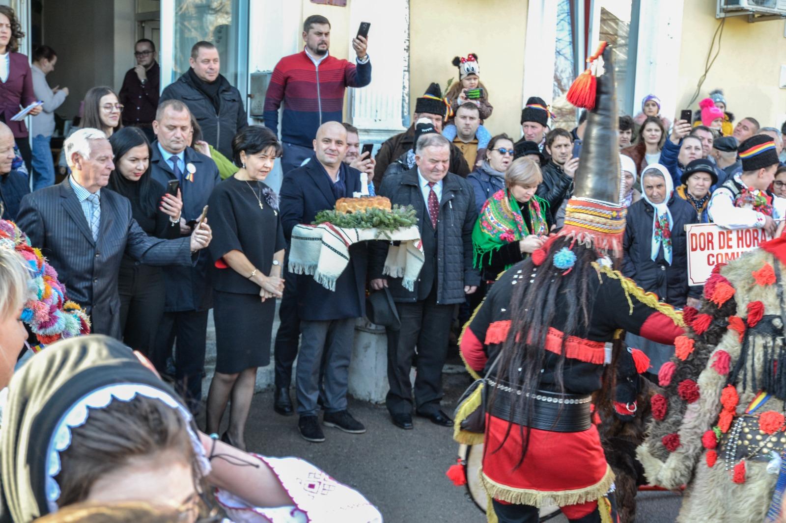 Peste 500 de colindători au trecut pragul sediului Partidului Social Democrat din Botoșani