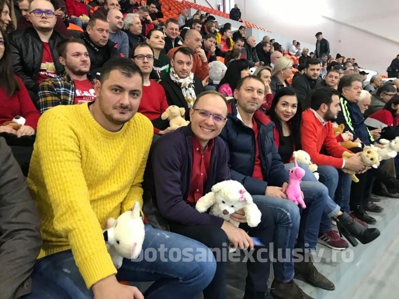 FOTO/    Tinerii Social Democrați alături de handbaliști de la CSM Botoșani