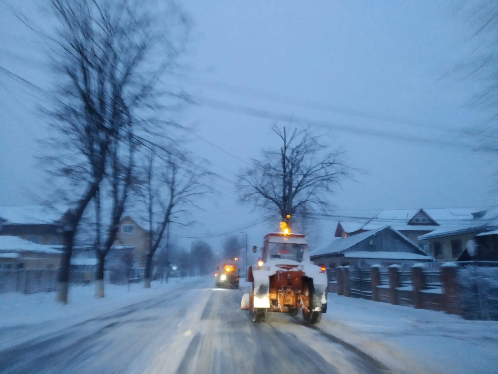 Utilajele Urban Serv acționează în continuare pe străzile din municipiul Botosani