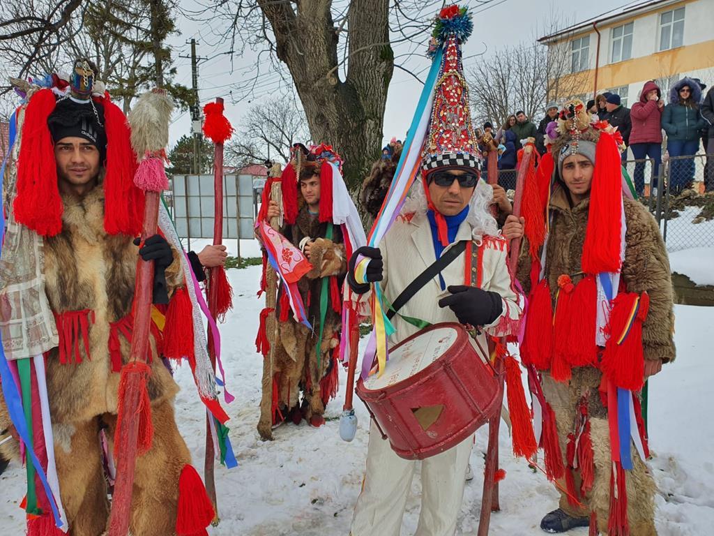 BALUSENI:  Traditii si obiceiuri de Anul Nou