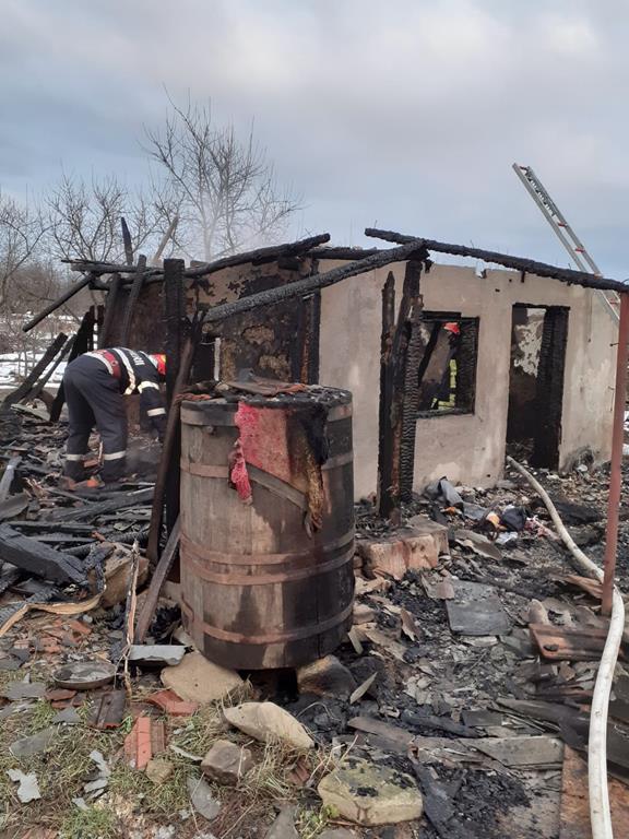 Incendiu de  proportii in prima zi din AN